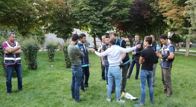 Barış Pınarı Harekatı'nı provoke etmek isteyen terör örgütü sempatizanlarının engellenmesi ve caydırılması ülke genelinde eş zamanlı olarak Türkiye Güven Huzur uygulaması yapıldı.
