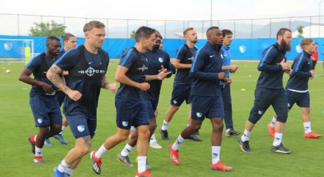 Antrenmanda gazetecilere açıklamalarda bulunan başarılı orta saha oyuncusu İbrahim Akdağ, yeni sezona tam anlamıyla konsantre olduklarını açıkladı