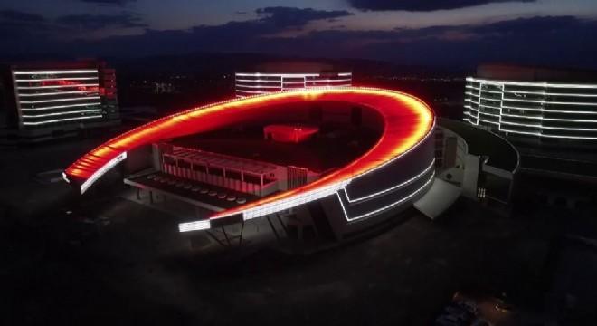 2013 yılında yapımına başlanan Erzurum Şehir Hastanesi 15 Temmuz hain darbe girişiminin yıldönümünde ilk kez ışıklarını yaktı.