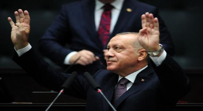 Milletin bu gerçeği gördüğü için CHP'yi belli bir oy oranının üzerine çıkartmadığını belirten Cumhurbaşkanı Erdoğan, mahalli seçimlerde CHP'nin kazandığı birkaç belediyenin dengelerini bozduğunu söyledi. Erdoğan,