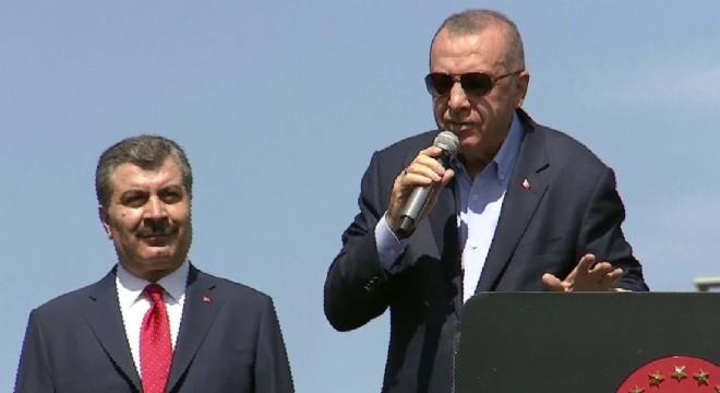 Cumhurbaşkanı Erdoğan, Mursi'nin vefatı dolayısıyla yaptığı değerlendirmede, 'Hanımına defni göstermiyorlar. İki oğlu ile defnediyorlar. Niye korkuyorsunuz. Siz işte bu tür şehitlerden korkarsınız. Korkaklar için de yaşasın cehennem. ' dedi