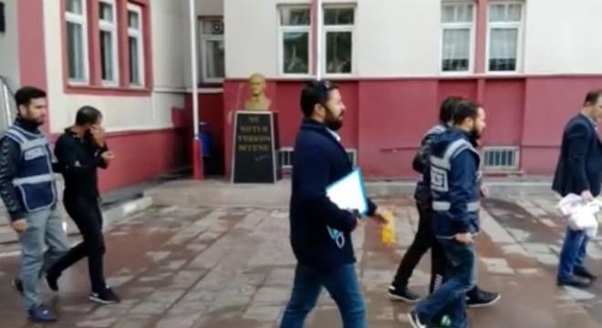Emniyet Müdürü Mehmet Aslan, kısa sürede olayı çözen ve soyguncuları yakalayan Asayiş Şubesine bağlı Hırsızlık Masası ekiplerini tebrik etti