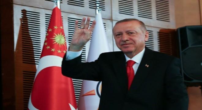 Erdoğan, 'Şahıslar gelip geçer ama bu dava ilanihaye bakidir. Bu kadro tek yürek, tek bilek olduğu müddetçe ne dışarıdan ne içeriden hiçbir güç bizi hedeflerimize doğru yürümekten alıkoyamaz. Biz bu ülkenin dünüydük, biz bu ülkenin bugünüyüz. Biz bu ülkenin inşallah yarını da olacağız ' dedi
