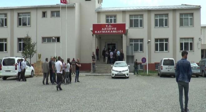 Aziziye ilçesine bağlı Güllüce ve Çavuşoğlu köyü sakinleri arasında arazi anlaşmazlığı nedeniyle çıkanda silahlı ve bıçaklı kavgada biri ağır 5 kişi yaralandı.