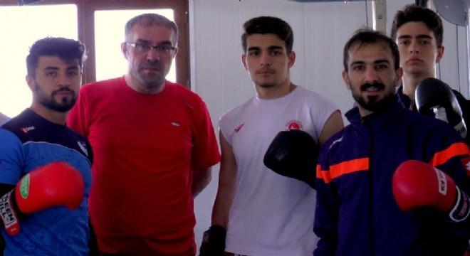 Bayburt Üniversitesinde Rektör Yardımcılığı yapan Prof. Dr. Hanefi Bayraktar'ın oğlu Ertuğrul Bayraktar Giresun'da düzenlenen Kick Boks Zafer Kupası Altın Kemer Şampiyonası'nda altın kemerin sahibi oldu.