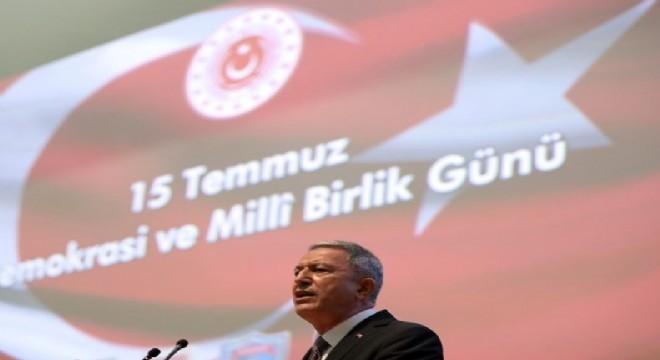 Milli Savunma Bakanı Hulusi Akar, 15 Temmuz Demokrasi ve Milli Birlik Günü dolayısıyla Genelkurmay Karargahı'nda düzenlenen törene katıldı. Bakan Akar,