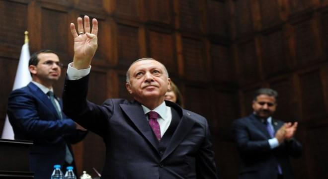"""AK Parti Grup Toplantısı'nda konuşan Cumhurbaşkanı Erdoğan, ülkelerinde terör örgütlerini himaye eden Avrupa ülkelerine seslenerek, """"Yanlış yapıyorsunuz, bugün kendi ellerinizle beslediğiniz terör yılanı eninde sonunda dönüp sizi de ısıracaktır"""" diye konuştu."""