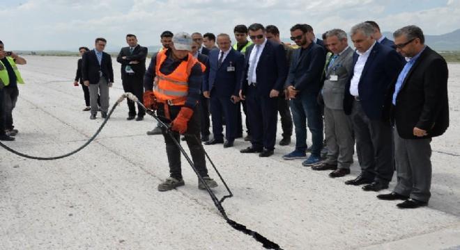 Erzurum Havalimanına uçakların 175 metreye kadar olan sisli havalarda bile rahatlıkla iniş yapabilmeleri için Kategori 3A (CAT-3A) sistemi kuruluyor.