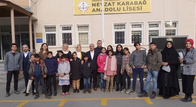 Erzurum'da özellikle mülteci çocuklar ve yardıma muhtaç aileler için faaliyetlerini sürdüren Gülen Yüzler Derneği, Afgan Çocukları ile birlikte Nevzat Karabağ Anadolu Lisesiyle ortaklaşa bir etkinlik düzenledi.