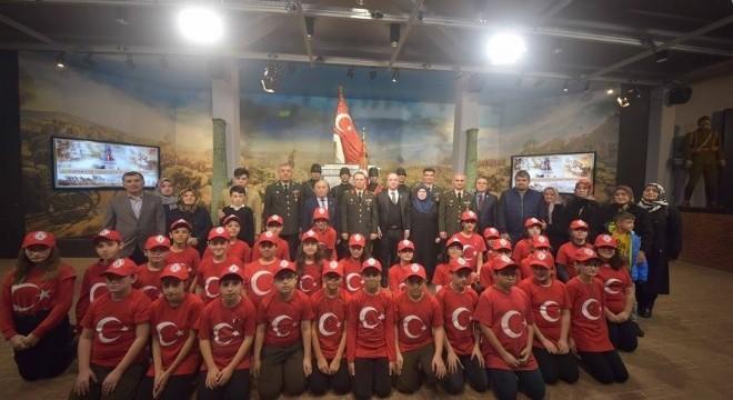 Milli Savunma Bakanlığı (MSB) tarafından yürütülen 'Türkiye Şehitlerini Anıyor' etkinliği kapsamında Birinci Dünya Savaşı şehitleri Çavuş Tahir ve Er Mustafa anıldı.