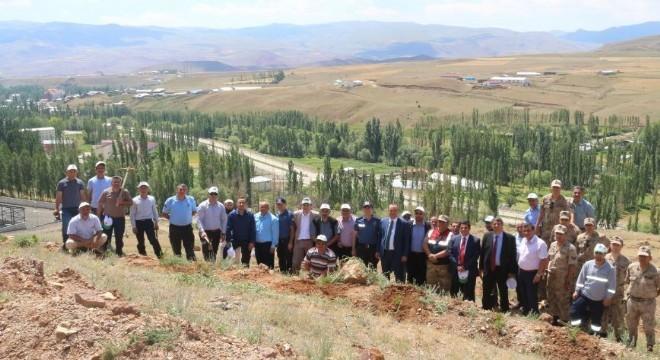 Erzurum'un Narman İlçesi'nde 15 Temmuz hain darbe girişiminin yıldönümünde 251 şehit adına 251 çam fidanı dikimi gerçekleştirildi.