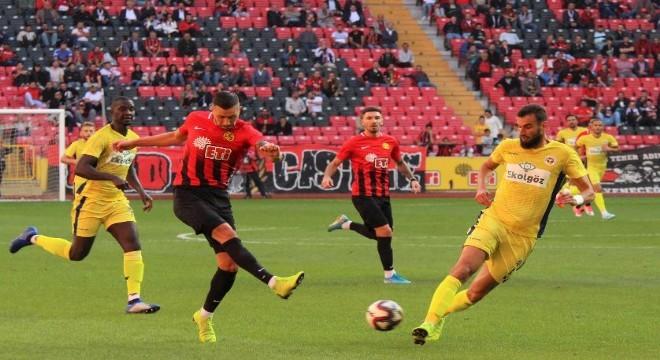 TFF 1. Lig'in 5. haftasında Eskişehirspor evinde Ekol Göz Menemenspor'u 3-0 mağlup ederek ligdeki ilk 3 puanını aldı.