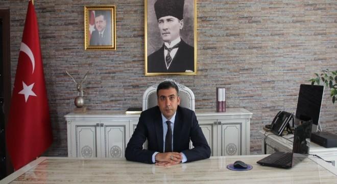 Erzurum'un HDP'li Karayazı Belediye Başkanı Melike Göksu'nun 'terör örgütüne üye olmak' suçundan 7 yıl 6 aya kadar hapis cezası alması sonrası belediyeye kayyum ataması yapıldı. Belediyeye kayyum olarak Karayazı Kaymakamı Mesut Tabakçıoğlu atandı