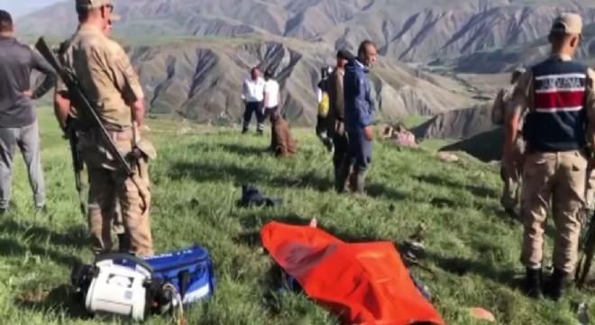 Erzincan'da yıldırım düşmesi sonucu dağda koyun sürüsünü otlatan çoban hayatını kaybetti.