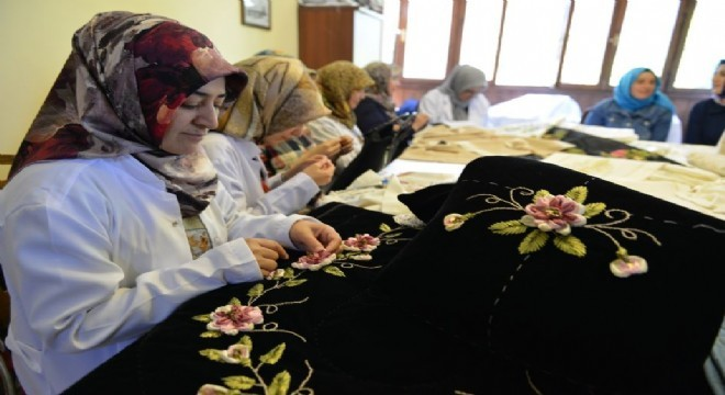 Yakutiye Belediyesi Meslek Edindirme Kursu (YAKMEK) Geleneksel El Sanatları Kursu kayıtlarına başladı. Geleneksel El Sanatları Kursu'nda iki kişi usta öğreticinin kursiyerleri eğiteceği ve 28 Ekim'de başlayan kursun 31 Aralık 2019 günü sona ereceği kaydedildi.