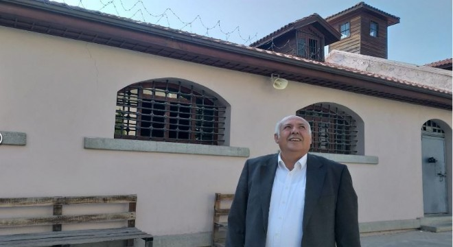 12 Eylül darbesi döneminde Ulucanlar Cezaevi'nde yatan Taş Medreseli Ülkücüler Genel Başkanı Naim Yanık ve Genel Başkan Yardımcısı Ömer Girgeç, 39 yıl sonra yaşadıklarını cezaevinin koridorlarında İHA'ya anlattı.